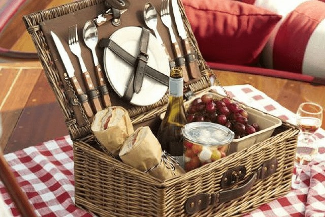 Picnic basket cover.png