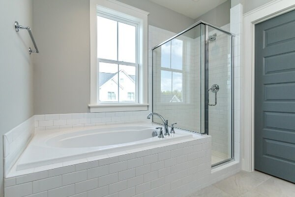 Lot 1298 Owners Bath 2.jpg