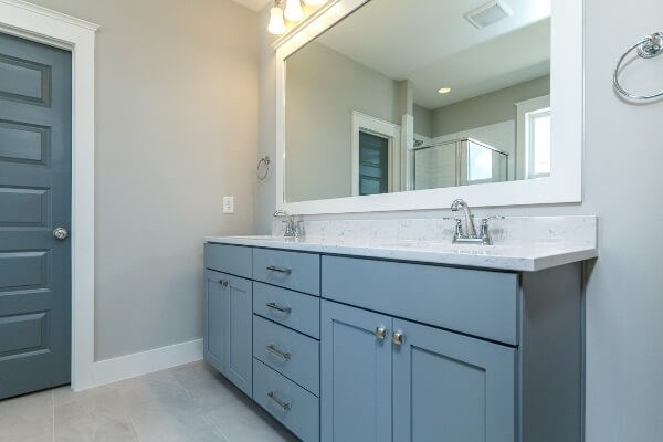 Lot 1298 Owners Bath.jpg